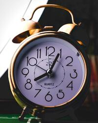 alarm clock adrien-robert-505048-unsplash