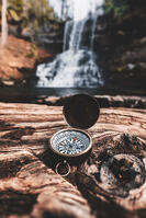 compass - bryan-minear-325881-unsplash