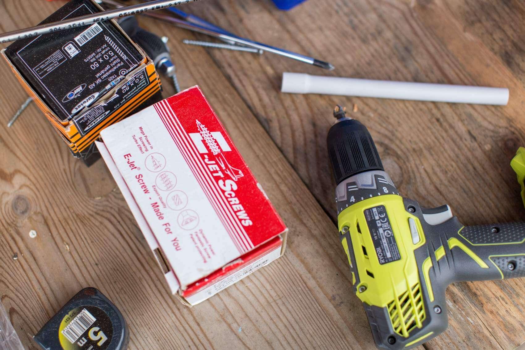 tools - taduuda-76964-unsplash